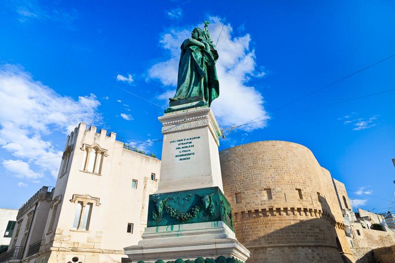 Il monumento dedicato agli eroi e ai martiri di Otranto