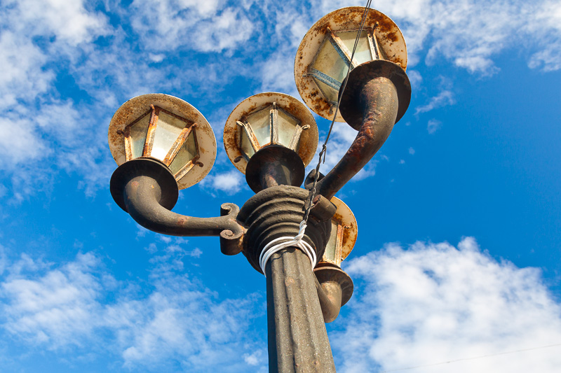Un lampione a quattro lampade