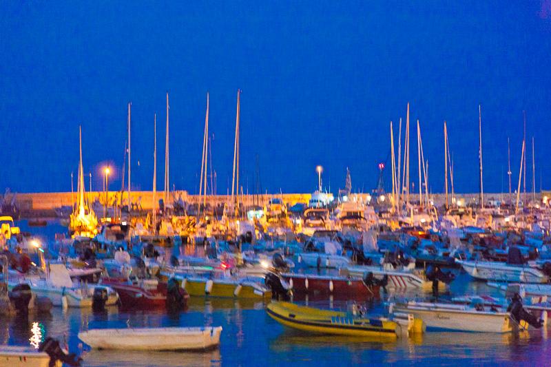 Porto turistico al crepuscolo