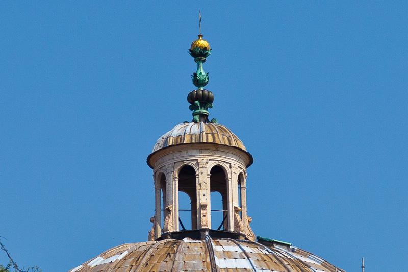 La lanterna sulla cupola della chiesa di Santa Maria della Steccata