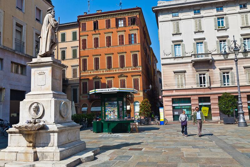 Monumento al Parmigianino (Francesco Mazzola)