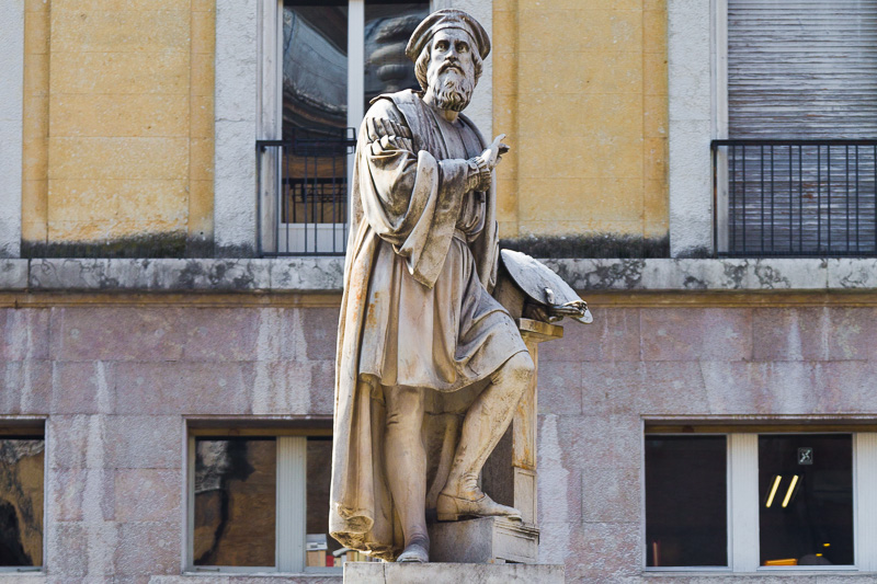 Il monumento a Francesco Mazzola