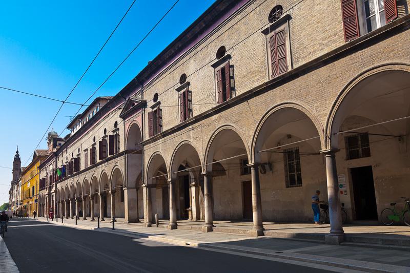 Il porticato dell'edificio dell'ospedale Vecchio