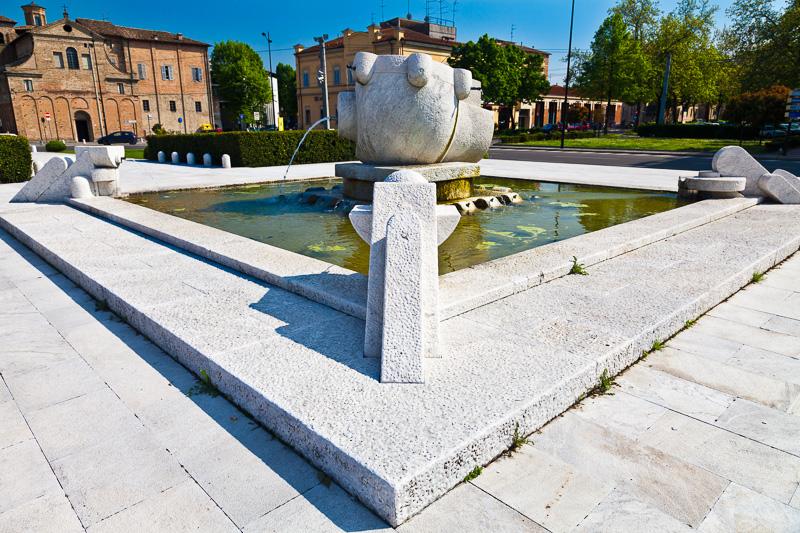 Il monumento alla via Emilia