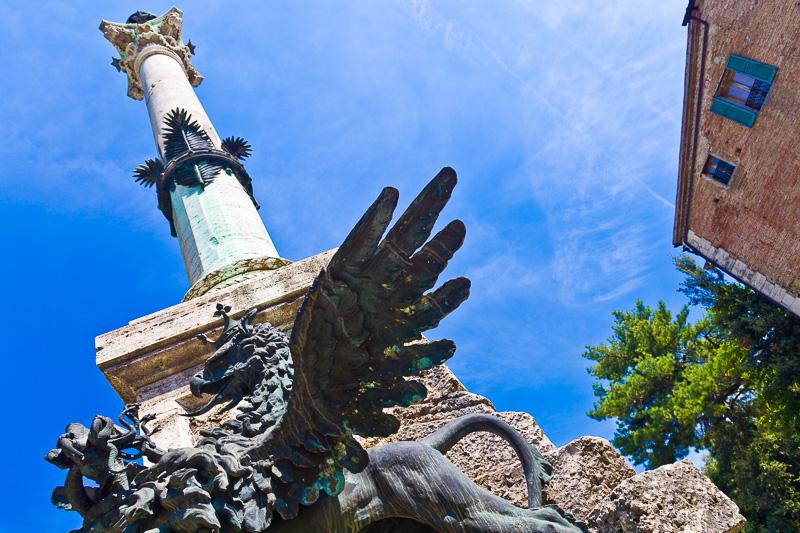 Il monumento ai Caduti del XX Giugno