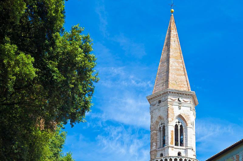 Il campanile della basilica di San Pietro