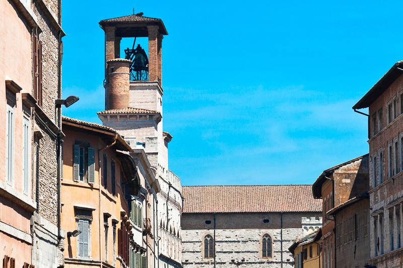 La torre campanaria del Palazzo dei Priori