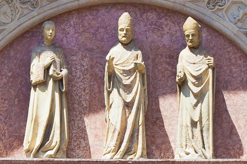 Le statue di San Lorenzo, Sant' Ercolano e San Ludovico da Tolosa