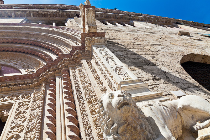 Il portale maggiore del Palazzo dei Priori