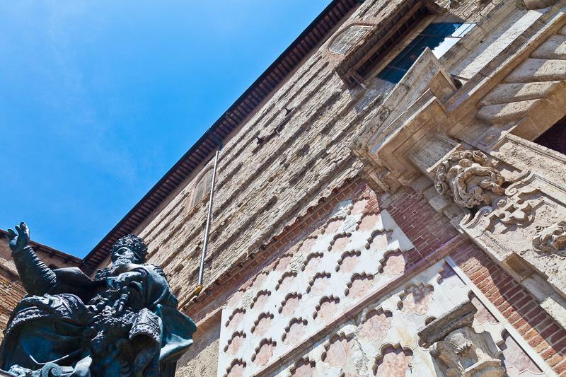 La statua di Papa Giulio III