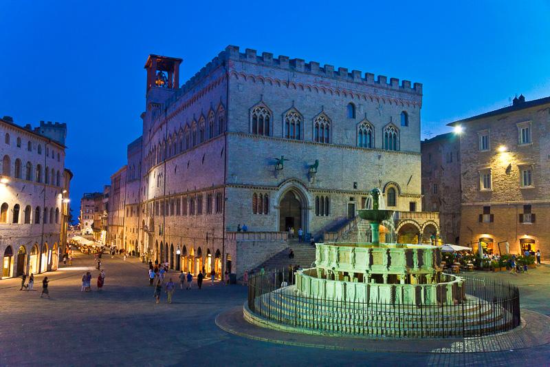 La fontana Maggiore e il palazzo dei Priori