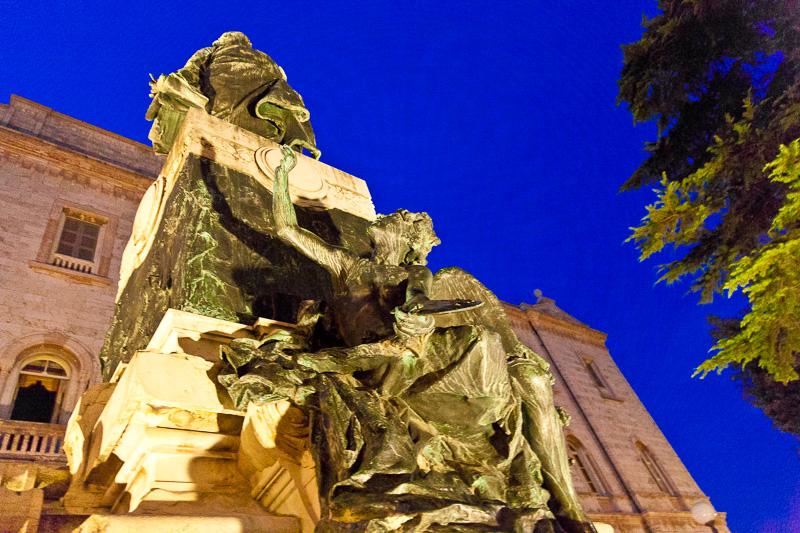 Il monumento al Vannucci