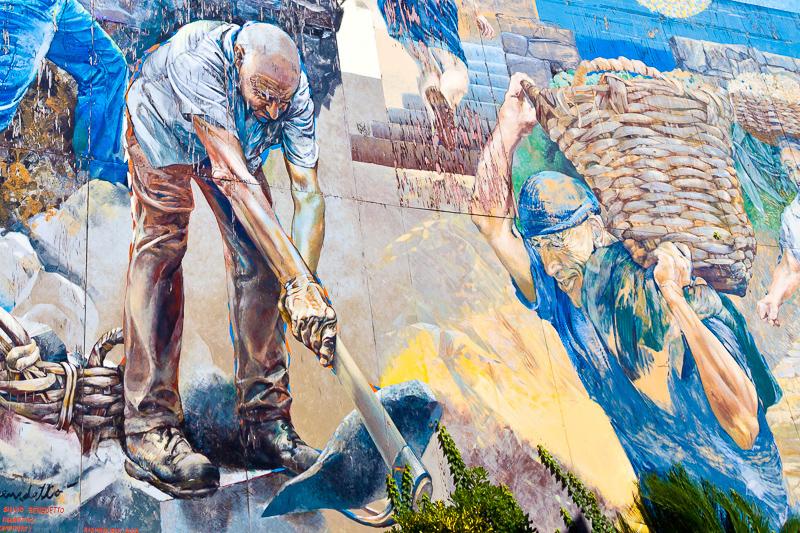 Murales con un vignaiolo argentino a lavoro