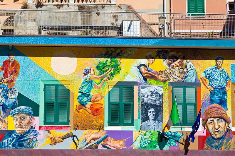 Murales sulla facciata della scuola Telemaco Signorini