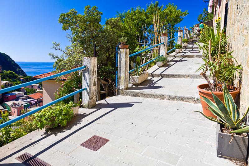 La scalinata di via Pecunia
