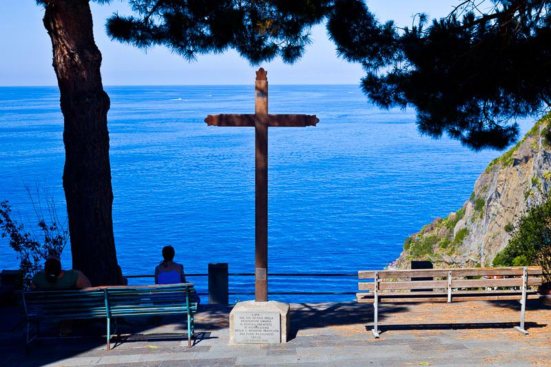 Il crocifisso in legno eretto a ricordo delle sante missioni dei padri passionisti