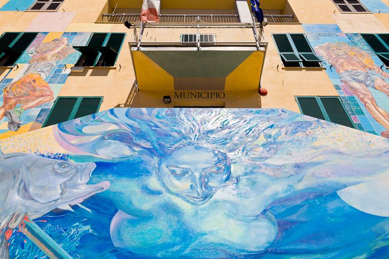 """Il murales """"Il parco dell'uomo tra mito e realtà"""" di Silvio Benedetto"""