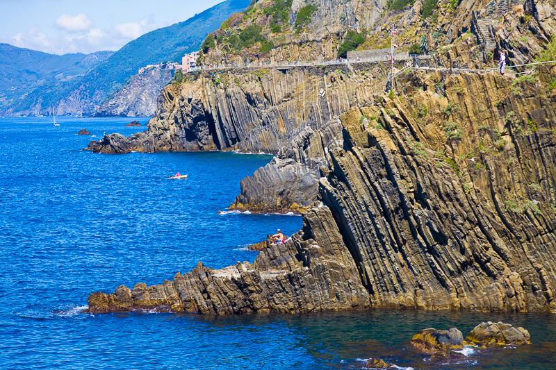La costa rocciosa dal profilo frastagliato delle Cinque Terre