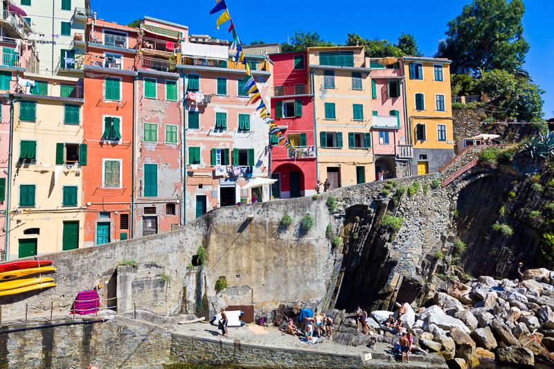 Le abitazioni colorate strette e lunghe
