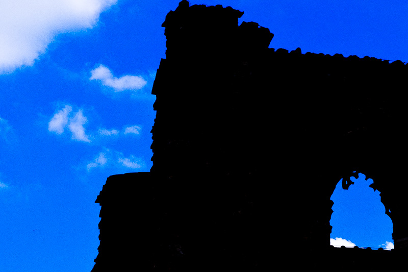 Controluce del rudere dell'antica abbazia