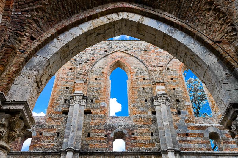 Gli archi a tutto sesto dell'abbazia