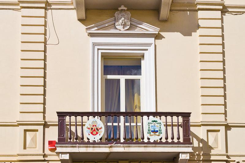 Il balcone del Palazzo della Curia Vescovile
