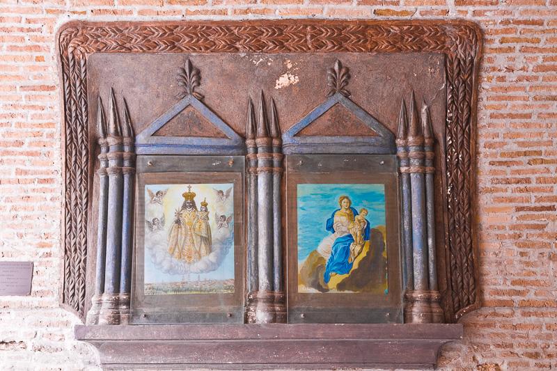 Due nicchie votive con l'immagine di Maria SS. del Soccorso