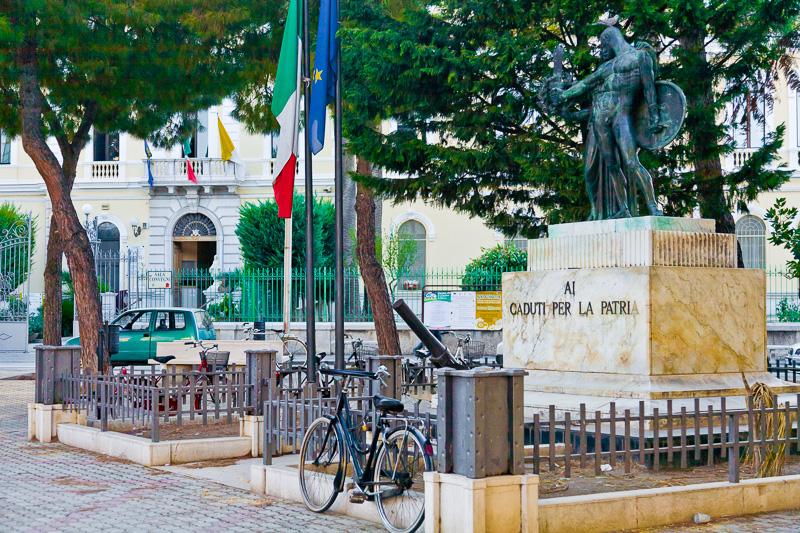Il monumento ai caduti per la patria