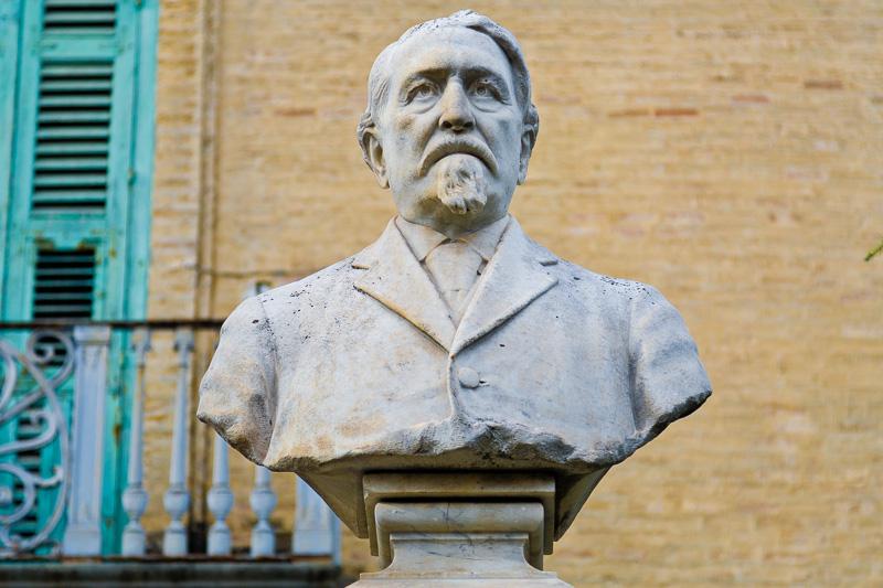 Il mezzo busto di Luigi Zuppetta