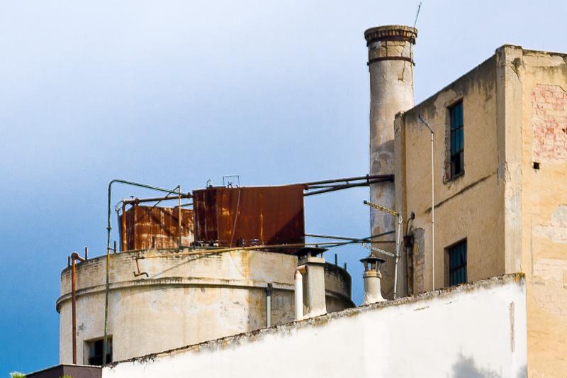 Una vecchia fabbrica dismessa