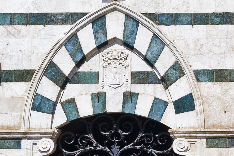 Il portone d'ingersso del Palazzo Arcivescovile