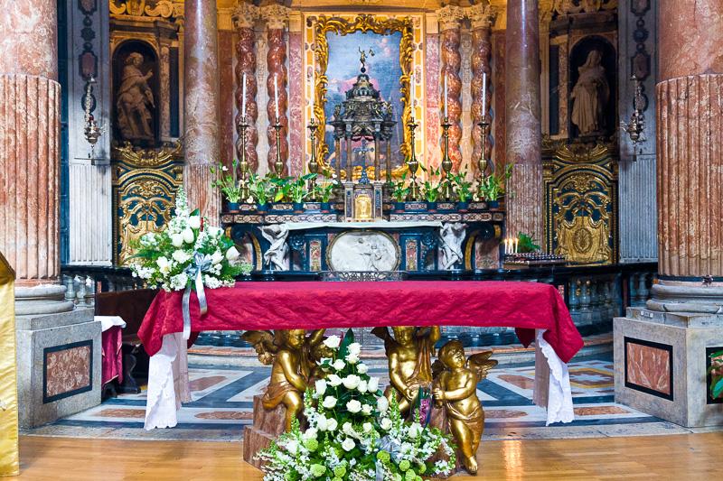 L'altare maggiore della chiesa di San Lorenzo