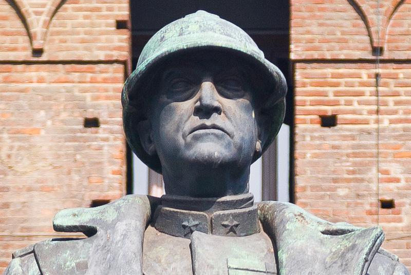 Il volto in bronzo del comandante Emanuele Filiberto Duca d'Aosta