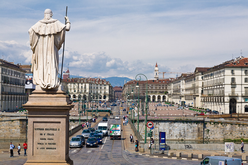 La statua di Vittorio Emanuele I di Savoia