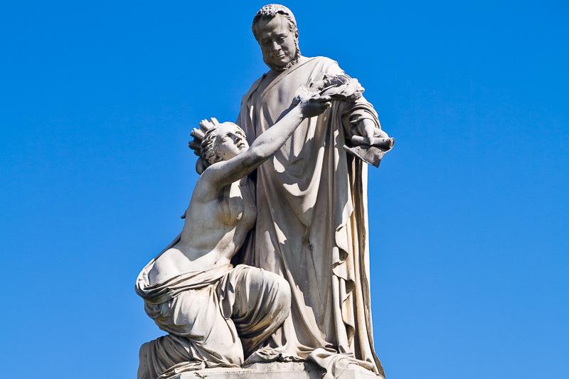 Il monumento a Camillo Benso, conte di Cavour