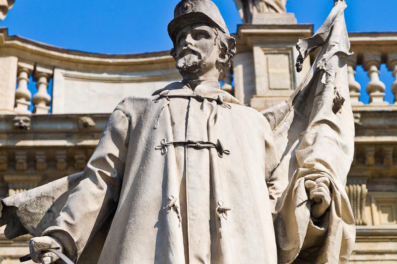 Il monumento all'Alfiere dell'Esercito Sardo
