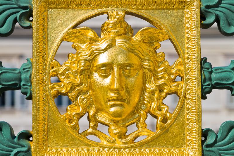 Il volto dorato di Medusa
