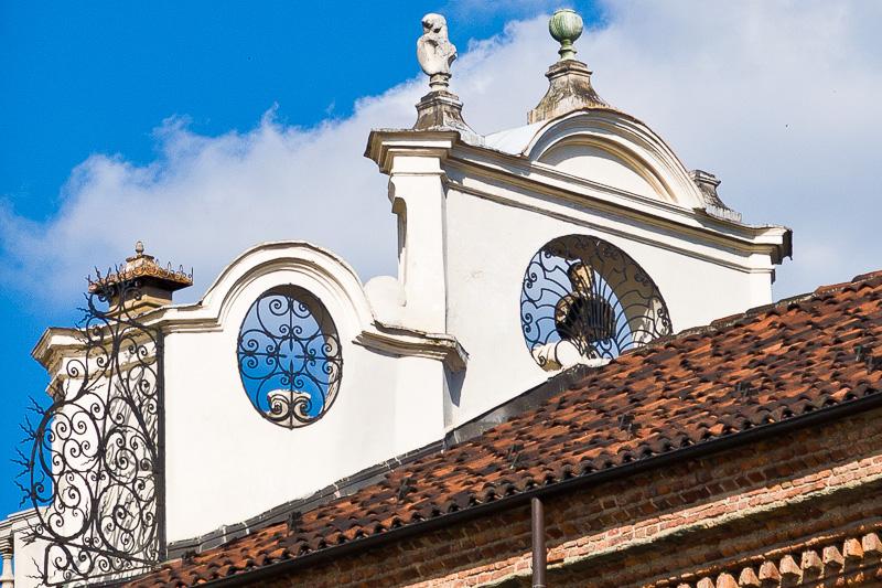 Il tetto dell'ala laterale destra di Palazzo Madama