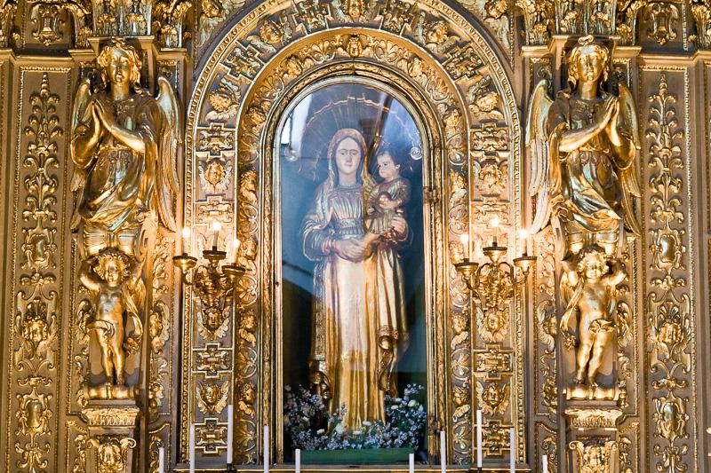 Una cappella dorata del Duomo