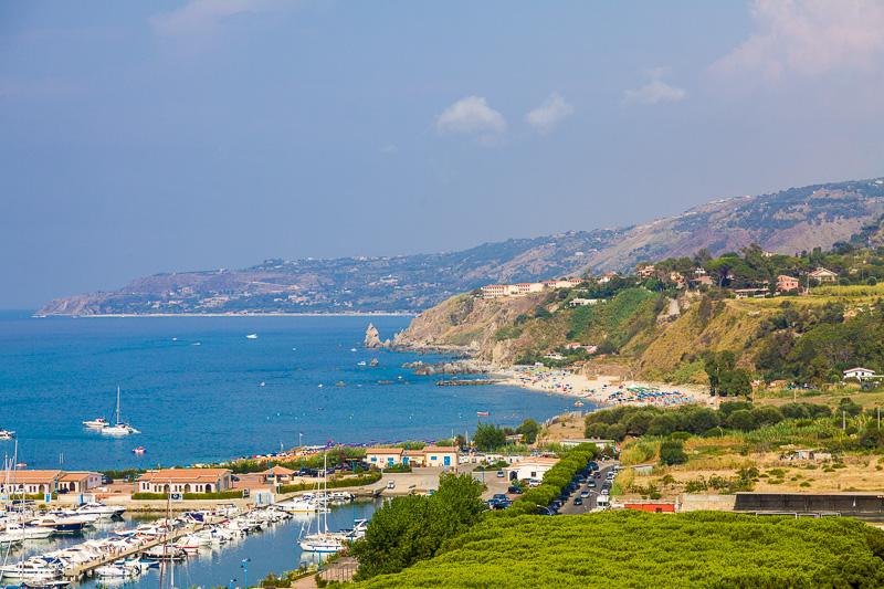 """Il litorale nord chiamato """"Costa degli Dei"""""""