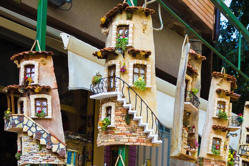 Tegole calabresi raffiguranti case antiche
