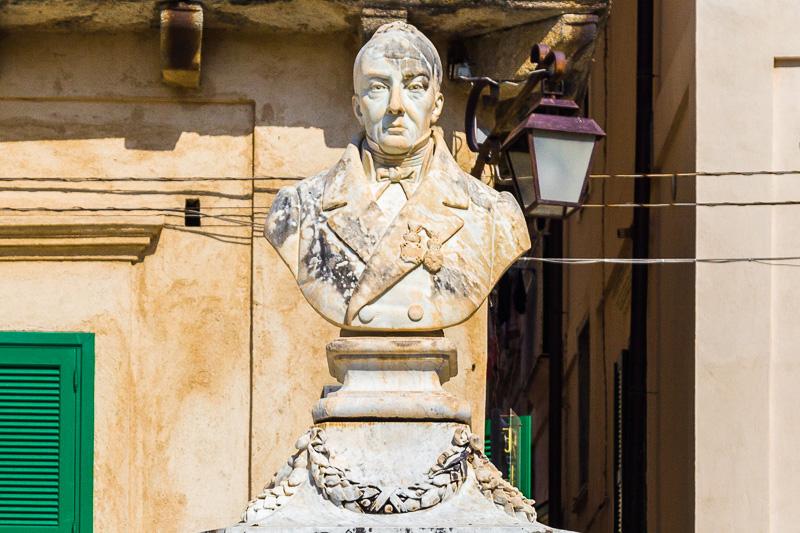 Monumento in marmo al filosofo Pasquale Galluppi