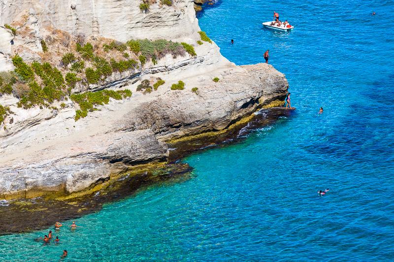 La costa rocciosa dell'isola di Santa Maria