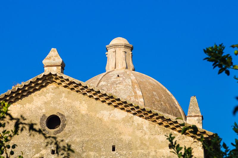 Il frontone della chiesa della Michelizia