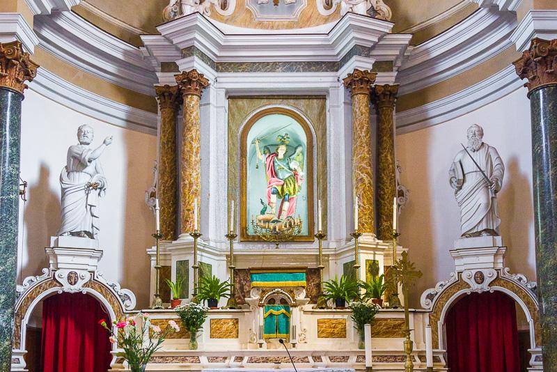 Il presbiterio della chiesa del Purgatorio