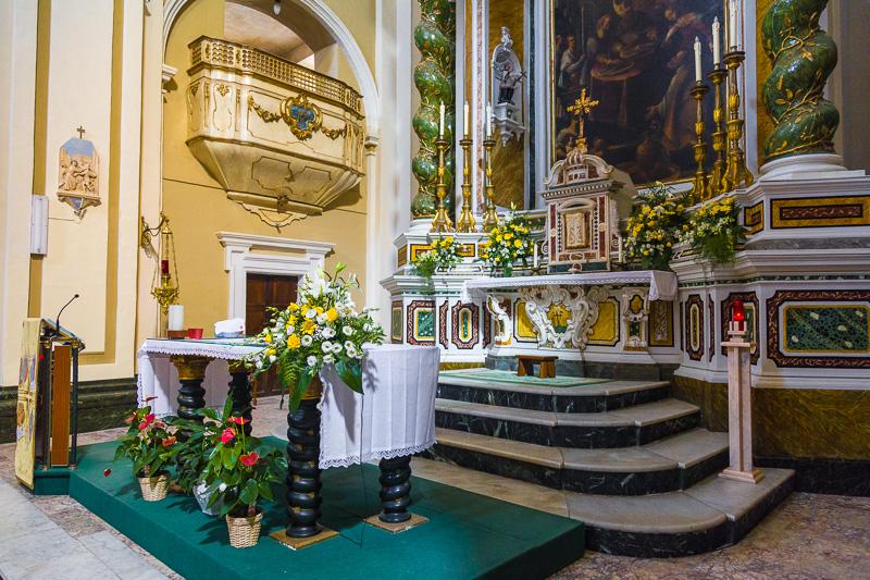 L'altare magiore della chiesa dei Gesuiti