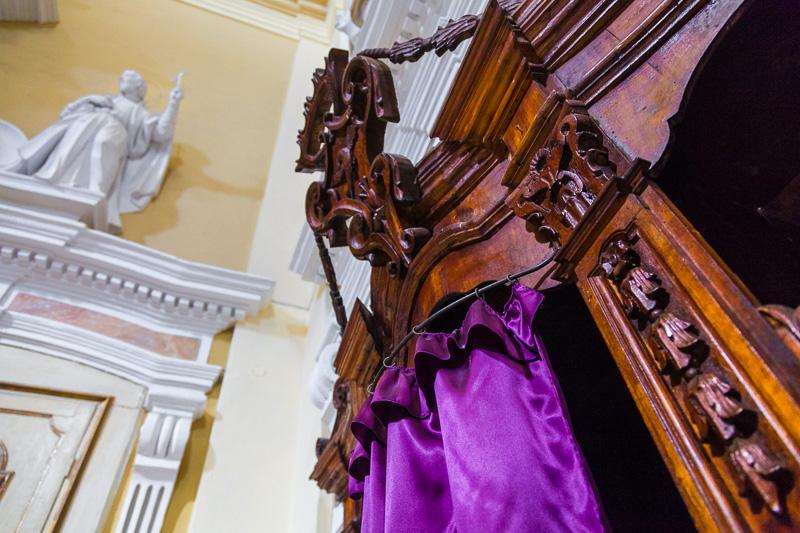 Il confessionale nella chiesa del Gesù