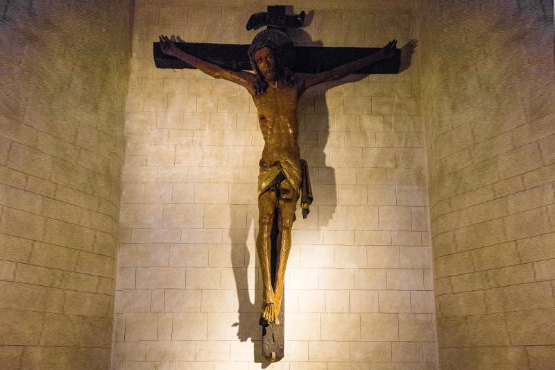 Un crocefisso in legno del 1400