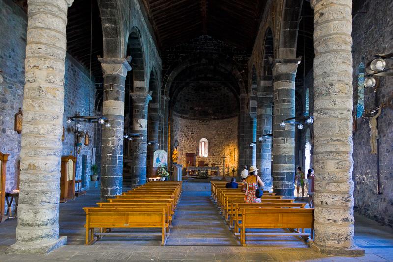 La navata centrale della chiesa di Santa Margherita d'Antiochia