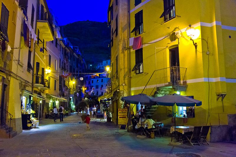 Via Roma al crepuscolo